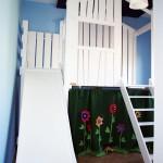 Casita con tobogán y techo plegable